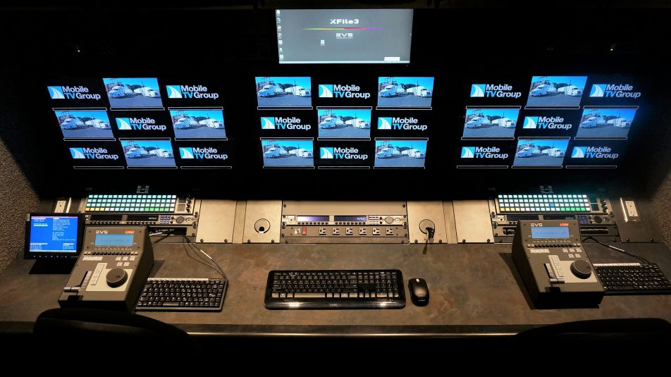 40HDX/VMU is equipped with four 12-channel EVS XT3 replay servers.