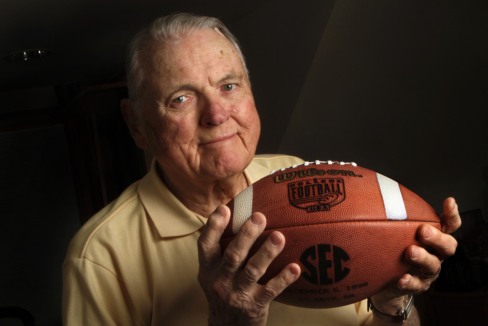 ESPN to honor legendary broadcaster Keith Jackson with marathon of famous games